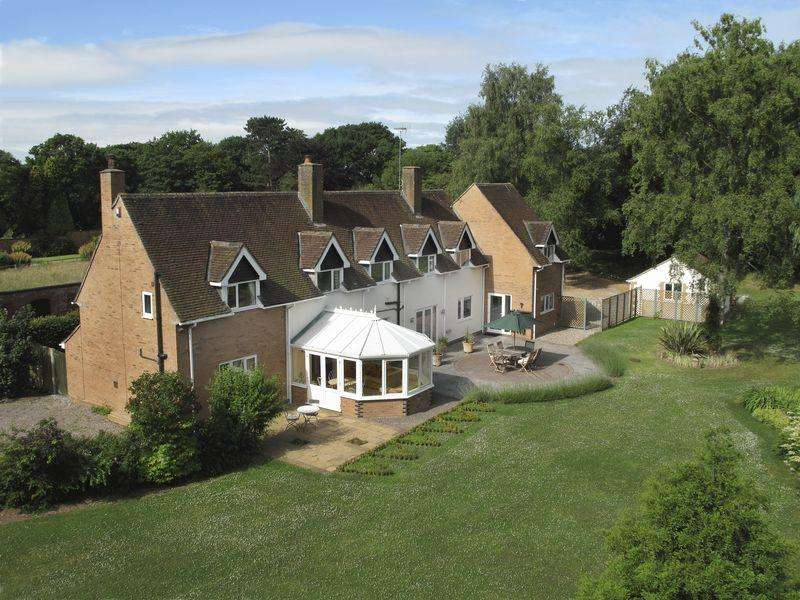 5 Bedrooms Detached House for sale in Treetops, Maer Lane, Standon, Staffordshire