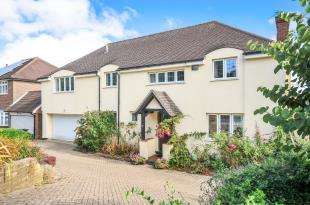 5 Bedrooms Detached House for sale in Manor Way, South Croydon