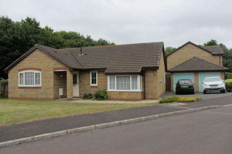 3 Bedrooms Detached Bungalow for sale in Packers Way, Crewkerne