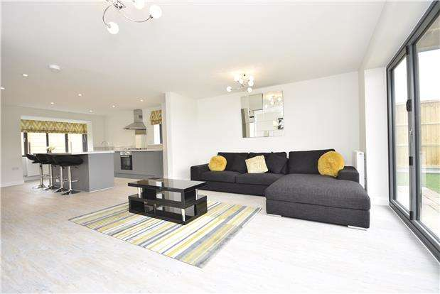 3 Bedrooms Semi Detached House for sale in Bridge View, Bristol, BS41 8JW