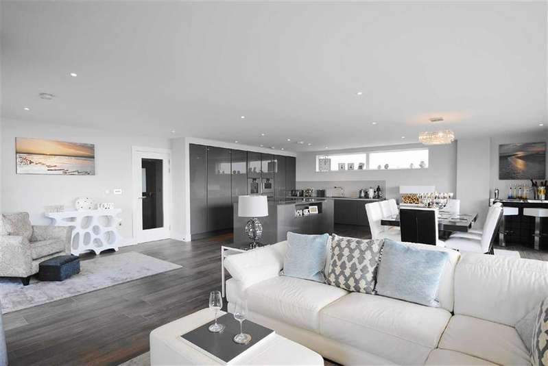 3 Bedrooms Flat for sale in Eden Point, Leigh-on-sea, Essex