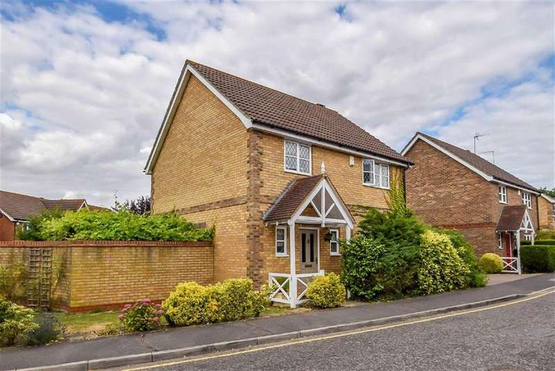 4 Bedrooms Detached House for sale in Four Sisters Way, Leigh-on-sea, Essex