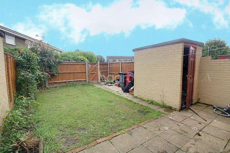 3 Bedrooms Terraced House for sale in Crown Meadow