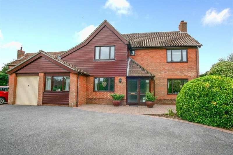 4 Bedrooms Detached House for sale in Denham Court, Martlesham Heath, Ipswich