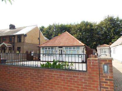 5 Bedrooms Bungalow for sale in Leagrave High Street, Luton, Bedfordshire, United Kingdom