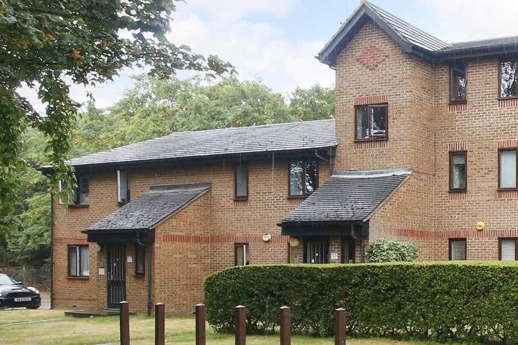 2 Bedrooms Flat for sale in Bernard Ashley Drive London SE7