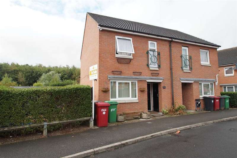 3 Bedrooms Semi Detached House for sale in Hunters Way, Cippenham, Slough