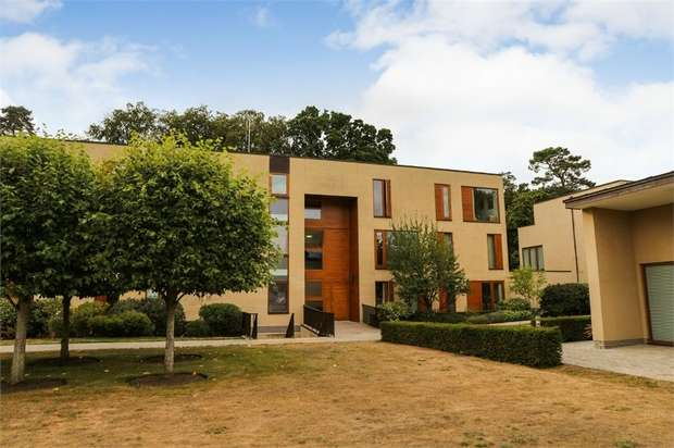 2 Bedrooms Flat for sale in Cliveden Gages, Taplow, Maidenhead, Buckinghamshire