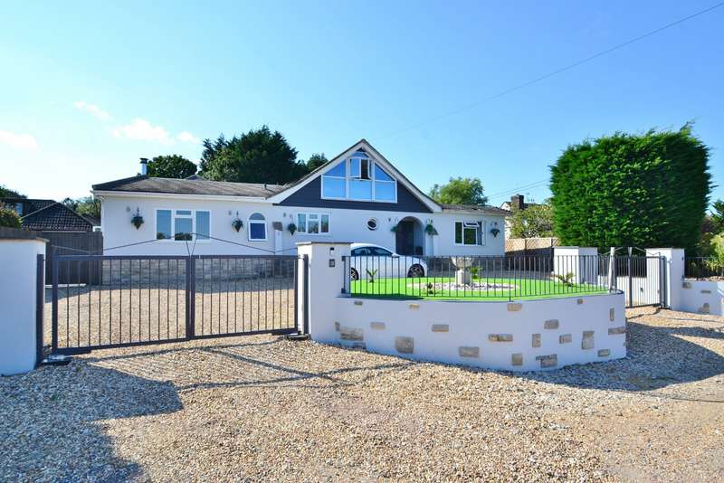 5 Bedrooms Detached House for sale in West Parley