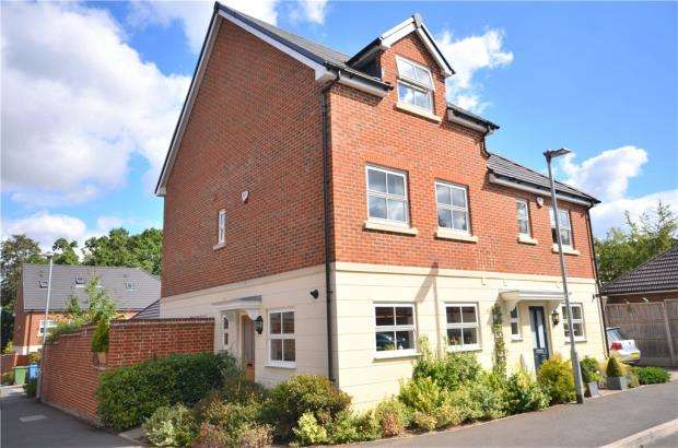3 Bedrooms Semi Detached House for sale in Rufford Gate, Bracknell, Berkshire