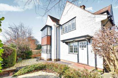 4 Bedrooms Detached House for sale in Aylesbury Street, Bletchley, Milton Keynes