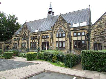 1 Bedroom Flat for sale in Brookfield Court, Kirkham Close, Gorton, Manchester