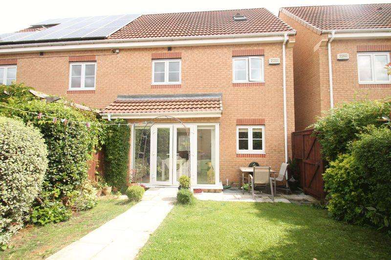 4 Bedrooms Semi Detached House for sale in Horncliffe Row, Acklam Green