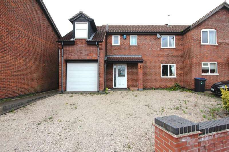 3 Bedrooms Semi Detached House for sale in Walcote Close, Hinckley