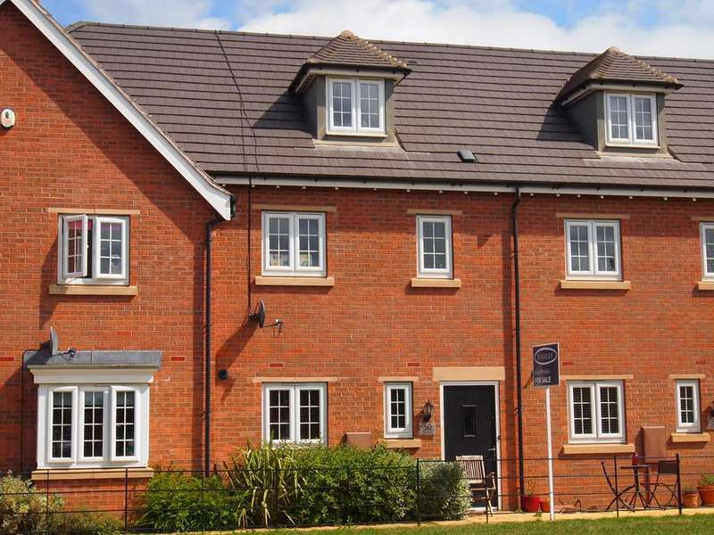 3 Bedrooms Town House for sale in Finch Road, Kibworth Harcourt, Leicester, LE8