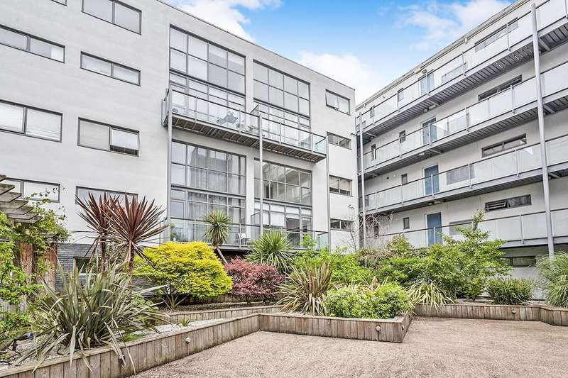 2 Bedrooms Flat for sale in Varcoe Road, London, SE16
