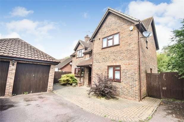 4 Bedrooms Detached House for sale in Great Leighs Way, Basildon, Essex