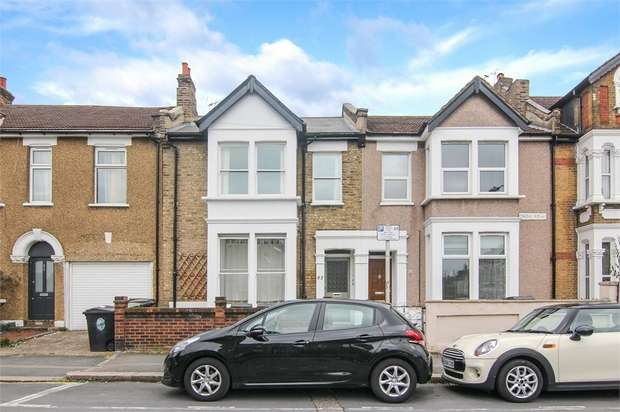 3 Bedrooms Flat for sale in Erskine Road, Walthamstow, London
