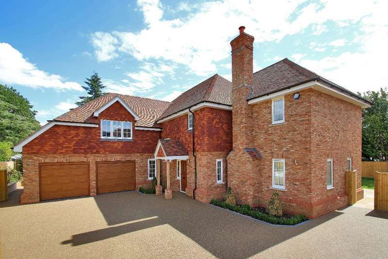 5 Bedrooms Detached House for sale in Heron Mews, Cranbrook, Kent, TN17 2PL