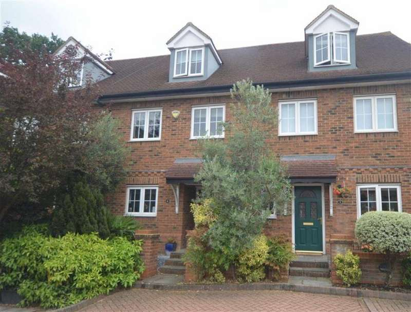 3 Bedrooms Terraced House for sale in Hampton Close, Borehamwood, Hertfordshire