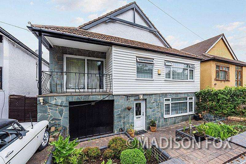 4 Bedrooms Detached House for sale in Manor Road, Chigwell, IG7