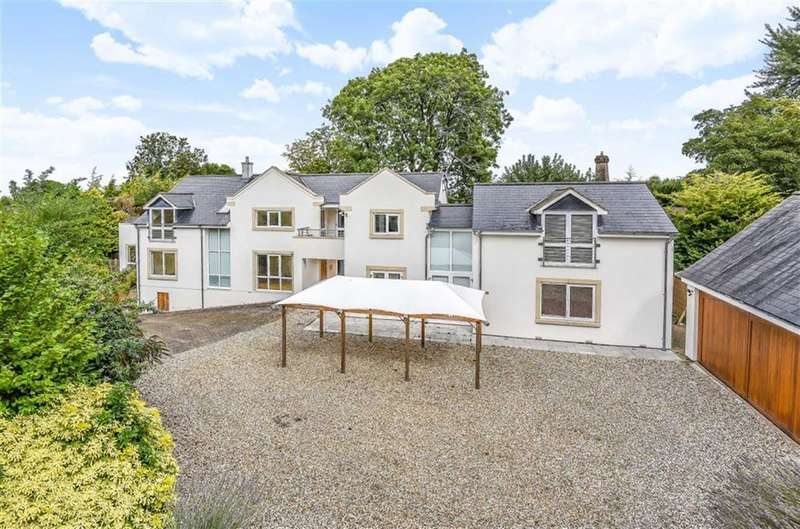 5 Bedrooms Detached House for sale in Wroughton