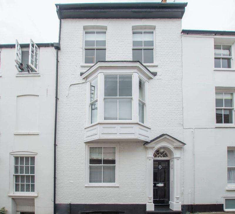 4 Bedrooms Terraced House for sale in Deal Conservation Area