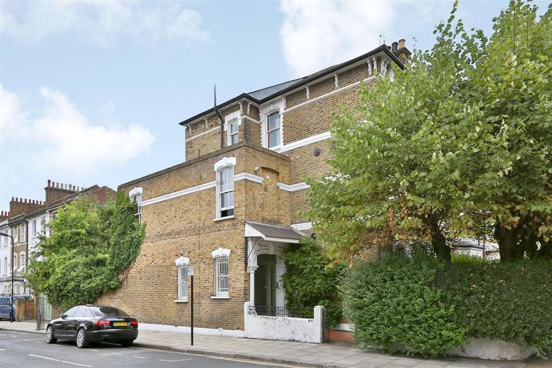 3 Bedrooms Flat for sale in Brooke Road, London
