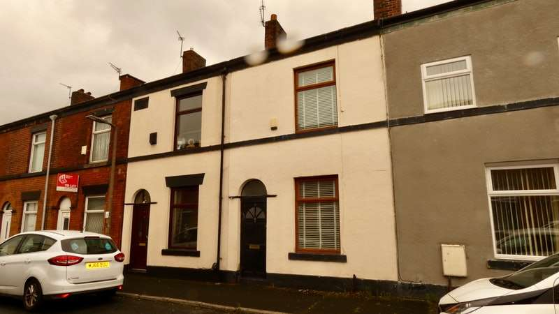 2 Bedrooms Terraced House for sale in Cottam Street, Bury, Greater Manchester, BL8