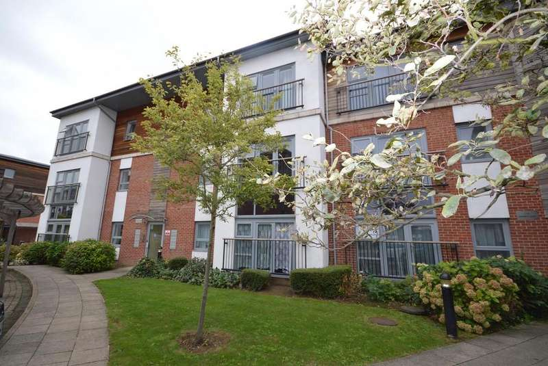 2 Bedrooms Apartment Flat for sale in Derwent Court, Riverside Close, Romford, RM1