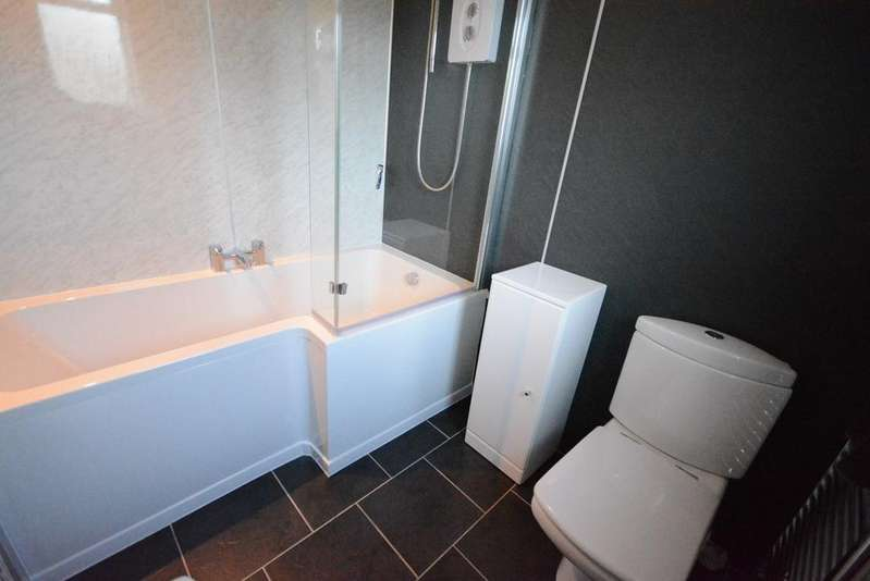 2 Bedrooms Flat for sale in Croe Place, Kilmarnock, KA1