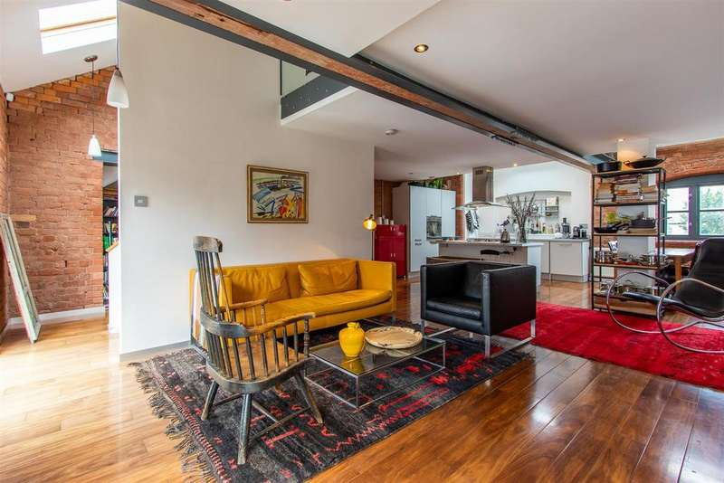 3 Bedrooms Apartment Flat for sale in Severn Square, Cardiff