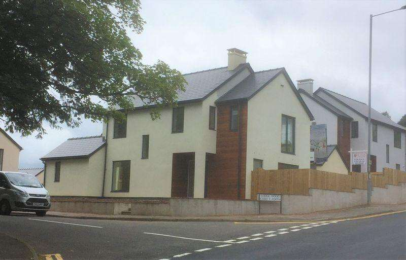 4 Bedrooms Detached House for sale in New Inn, Pontypool