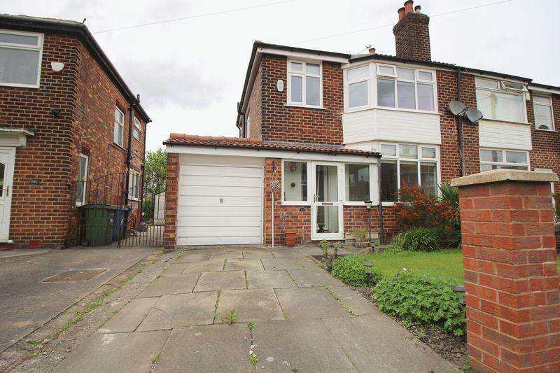 3 Bedrooms Semi Detached House for sale in Edale Avenue, Reddish