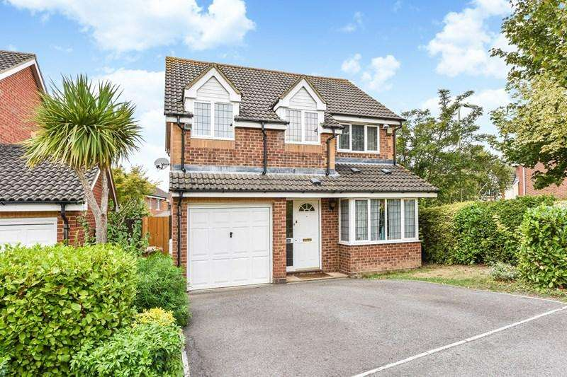 4 Bedrooms Detached House for sale in Stone Close, Andover