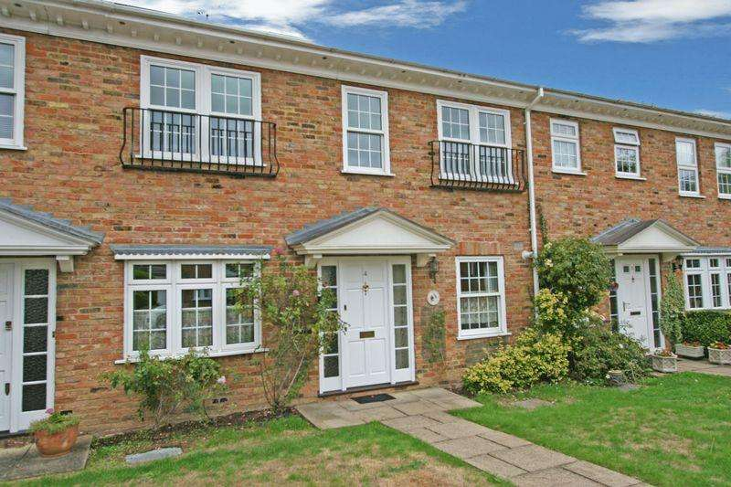 3 Bedrooms Terraced House for sale in Dell Close, Farnham Common