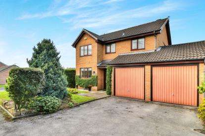 4 Bedrooms Detached House for sale in Loweswater Crescent, Ightenhill, Burnley, Lancashire
