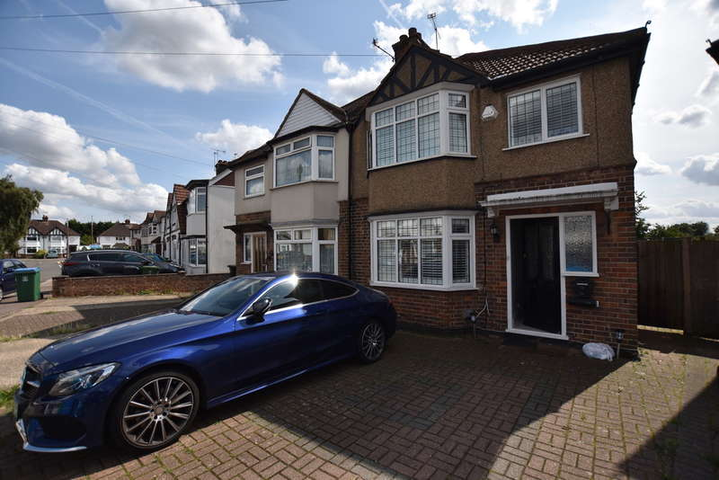 3 Bedrooms Semi Detached House for sale in Leggatts Close, Watford