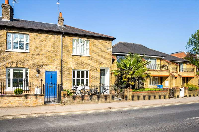 2 Bedrooms Terraced House for sale in Kings Road, Windsor, Berkshire, SL4