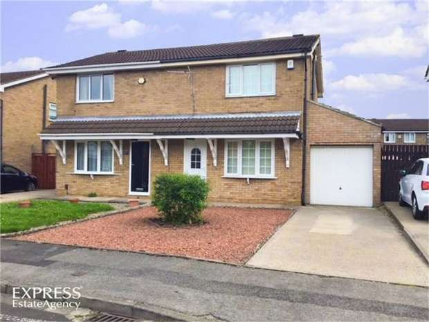 3 Bedrooms Semi Detached House for sale in Briggs Avenue, South Bank, Middlesbrough, North Yorkshire