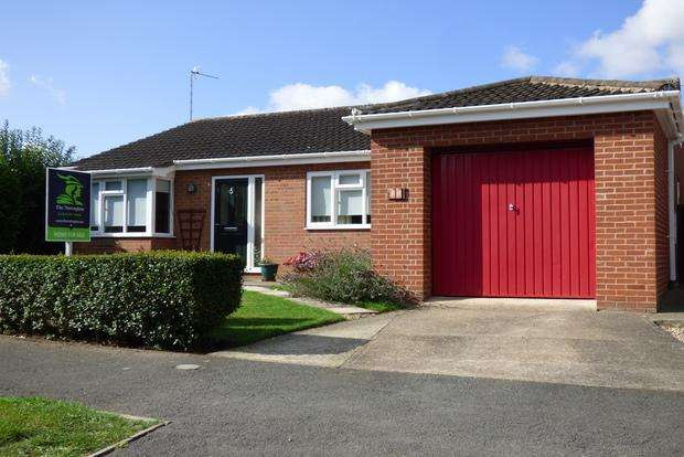 3 Bedrooms Bungalow for sale in Chapel Lane, Legbourne, Louth, LN11