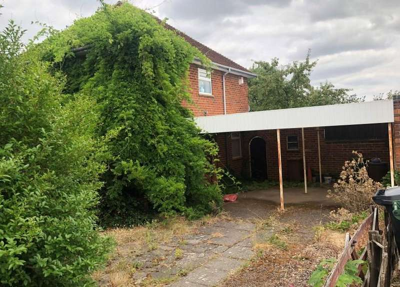 3 Bedrooms Semi Detached House for sale in Hazel Road, Loughborough, Leicestershire, LE11 2JH