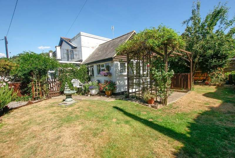 3 Bedrooms Cottage House for sale in Hazeley Lea, Hartley Wintney