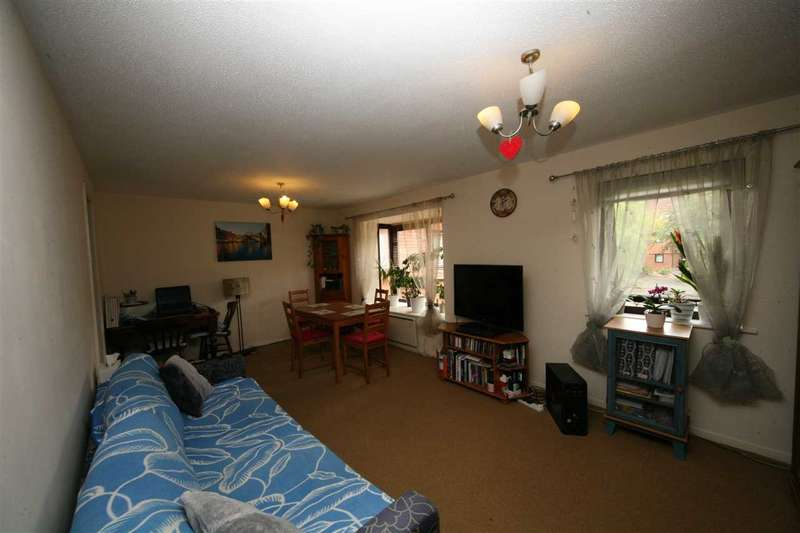 2 Bedrooms Maisonette Flat for sale in Kyngstone Court, Marina Gardens, Bristol