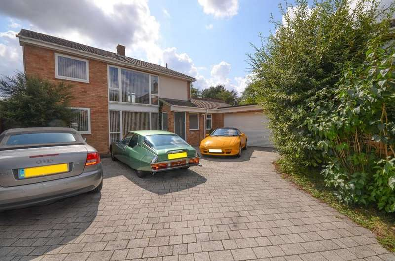 3 Bedrooms Detached House for sale in Sunningdale Fall, Hatfield Peverel, CM3 2JR