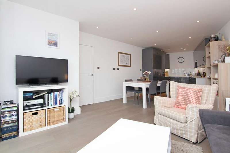 2 Bedrooms Flat for sale in Archway Mews, Putney, SW15