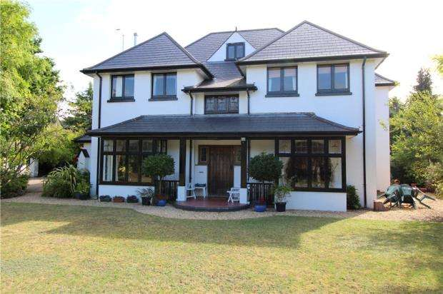 5 Bedrooms Detached House for sale in Queens Park, Bournemouth, Dorset, BH8