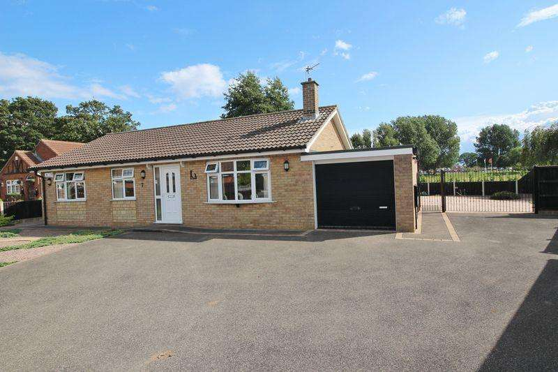 3 Bedrooms Bungalow for sale in Wentworth Close, Skegness