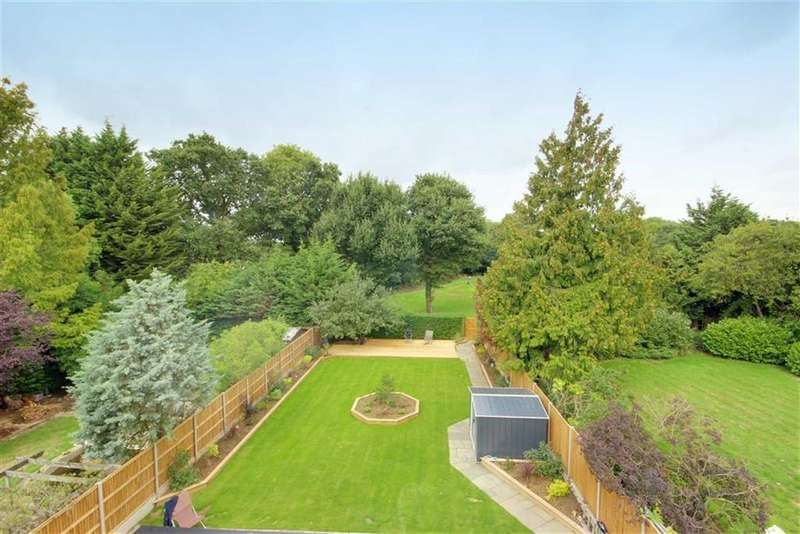 2 Bedrooms Flat for sale in Brookmans Avenue, Brookmans Park, Hertfordshire