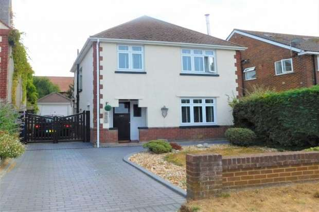 3 Bedrooms Detached House for sale in Blandford Road, Upton, Poole, BH16